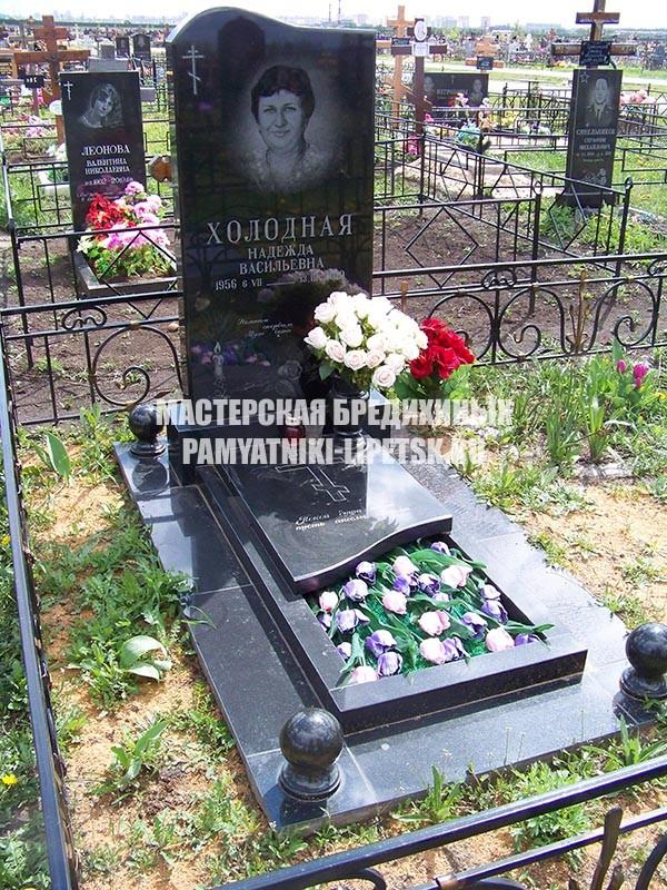 памятник с крестом Еманжелинск